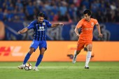Italian-Brazilian football player Eder Citadin Martins, simply known as Eder, left, of Jiangsu Suning passes the ball against a player of Shandong Luneng Taishan in their 14th round match during the 2018 Chinese Football Association Super League (CSL