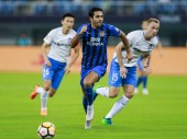 Italian-Brazilian football player Eder Citadin Martins of Jiangsu Suning, center, dribbles against TianjinTEDA in their 19th round match during the 2018 Chinese Football Association Super League (CSL) in Tianjin, China, 18 August 2018