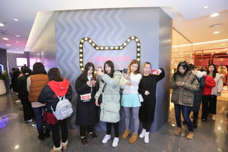 Female customers queue up to wait at the world's f...