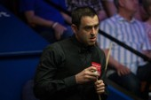 Ronnie O'Sullivan of England chalks his cue as he considers a shot to Stephen Maguire of Scotland in their first round match during the 2018 Betfred World Snooker Championship at the Crucible Theatre in Sheffield, UK, 21 April 2018.