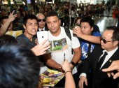 Brazilian football star Ronaldo Luis Nazario de Lima, center, commonly known as Ronaldo, poses with fans for a selfie at the Hong Kong International Airport after he landed in Hong Kong, China, 23 May 2017.