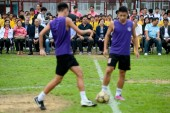 Brazilian football star Ronaldo Luiz Nazario de Lima, back center, watches young students playing football during a football event in Macau, China, 11 November 2015.