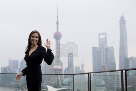 Американская актриса Анджелина Джоли волны