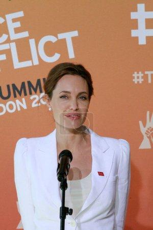 Американская актриса Анджелина Джоли говорит