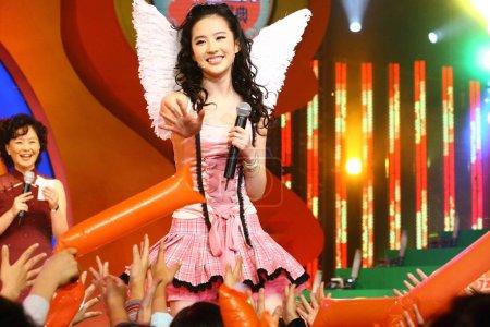 FileChinese actress Liu Yifei performs