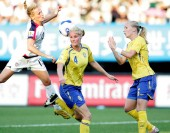 Kristine Lilly of the United States, left, competes with Hanna Marklund, center, and Anna Paulson, right, of Sweden during a Group B match of the 2007 FIFA Womens World Cup in Chengdu, southwest Chinas Sichuan province 14 September 2007. The Untied S