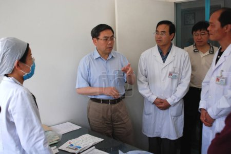 Liu Qian, Vice Minister of Health, second left, talks to local Chinese doctors to know about the infection of Enterovirus 71 (EV71) at a local hospital in Linquan county, Fuyang city, east Chinas Anhui province, 5 May 2008