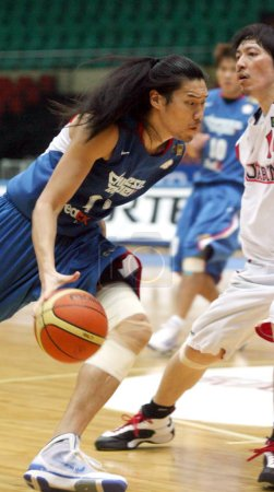 Photo for Tseng Wen-Ting of Chinese Taipei, left, tries to break through Shunsuke Ito of Japan, right, during a match of the 25th FIBA Asia Championship for Men in Tianjin, China, Wednesday, 12 August 2009 - Royalty Free Image
