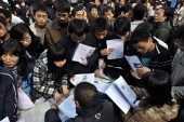 Chinese college students and graduates seek employments at a job fair in Taiyuan city, northwest China Shanxi province, Tuesday, 2 December 2008
