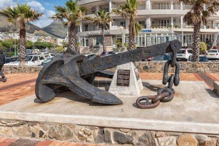 Photo pour CAPE TOWN, AFRIQUE DU SUD, LE 17 AOÛT 2018 : L'ancre historique du phare de Green Point à Mouille Point, au Cap, dans la province du Cap occidental - image libre de droit