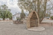 CARNAVON, SOUTH AFRICA, SEPTEMBER 1, 2018: A monument, consisting of half of a corbelled house and a replica well, in Carnavon in the Northern Cape Province