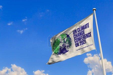 Photo pour 7 juin 2020, Brésil. Dans cette illustration photo, la Conférence des Nations Unies sur les changements climatiques de 2021 (COP26) apparaît bientôt sur un drapeau . - image libre de droit