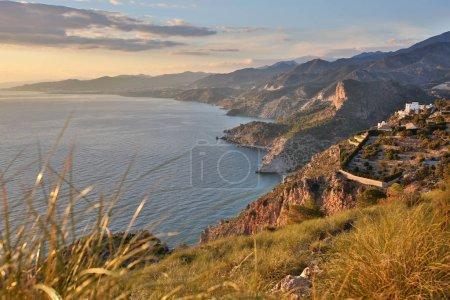 Photo pour Falaises Du Parc Naturel Maro-Cerro Gordo, Costa Del Sol, Andalousie, Espagne - image libre de droit