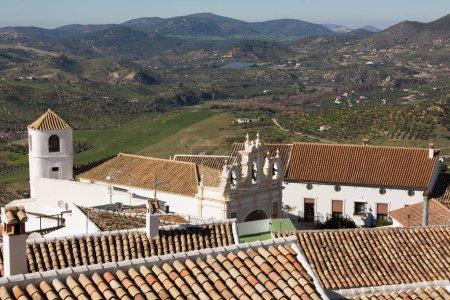 Photo pour Zahara de la Sierra, Cadiz province, Spain - image libre de droit