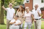 """Постер, картина, фотообои """"Недурно, счастливый женский и мужской пожилых и уход за пределами их дома престарелых."""""""
