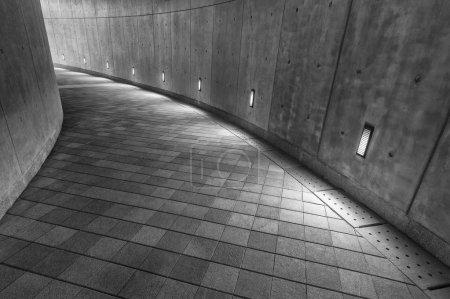 Foto de Pasarela peatonal moderna vacía - Imagen libre de derechos