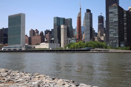 Photo pour New York, NY, USA - MAY 23, 2019 - United Nations Headquarters in New York City. uptown new york city united nations complex. United Nations Building view from Roosevelt Four Freedom park - image libre de droit