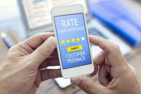 Photo pour Taux de forme de rétroaction client vous rencontrez Etoiles sur téléphone mobile - image libre de droit