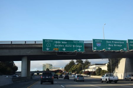 Photo pour Autoroute vers le Golden Gate Bridge direction - image libre de droit