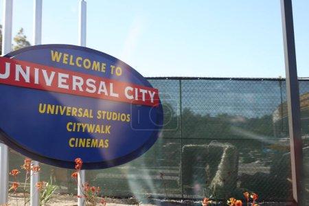 Photo pour Bienvenue à Universal City signe sur la route - image libre de droit
