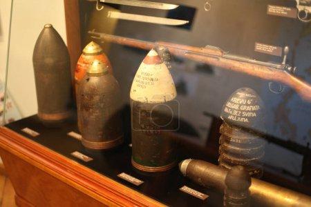 Photo pour Vieux musée avec des balles en Lettonie - image libre de droit