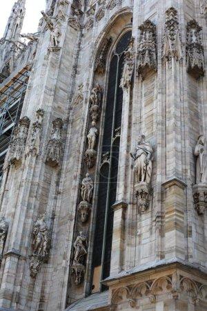 Photo pour Gros plan du Duomo di Milano - cathédrale gothique de Milan, Italie - image libre de droit