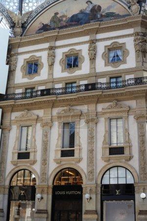 Photo pour Bâtiments d'architecture historique à Milan, Italie - image libre de droit