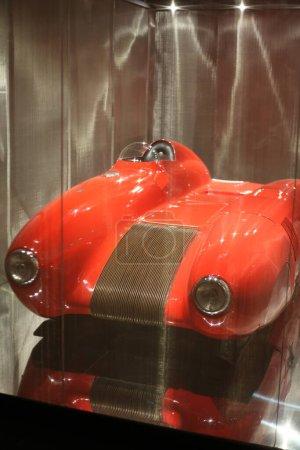 Photo pour Voiture moderne avec couleur rouge brillant - image libre de droit