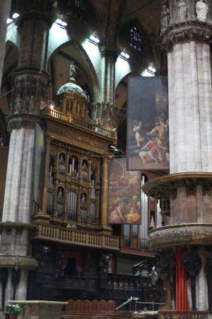 Photo pour Intérieur dans l'église de milan, en italie - image libre de droit