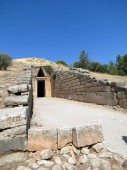 Europe, Greece, Mycenae, entrance to the tomb of Agamemnon.Some scientists suggest that this is where the terribleruler, sung by Homer, is buried.