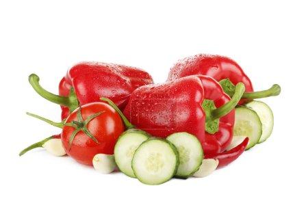 Photo pour Gros plan de légumes assortis d'isolement sur le blanc - image libre de droit