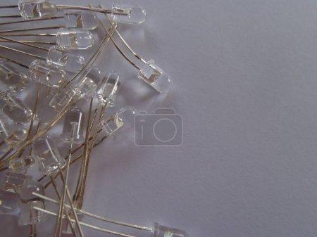 Photo pour Beaucoup de diodes claires électroluminescentes LED sur un fond clair - image libre de droit