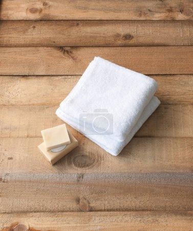 Photo pour Spa, serviettes de toilette à l'arrière-plan, gros plan - image libre de droit