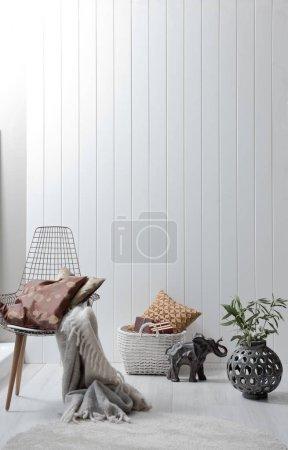 Photo pour Chaise dans le salon et la décoration intérieure - image libre de droit