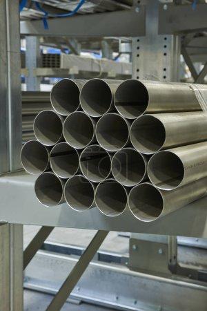 Photo pour Profil en acier métallique . Production industrielle - image libre de droit