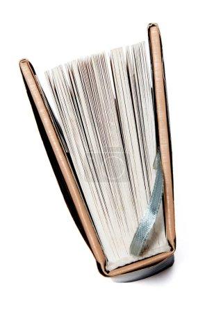 Photo pour Livre de poche sur un fond blanc isolé. Découvre d'en haut. - image libre de droit