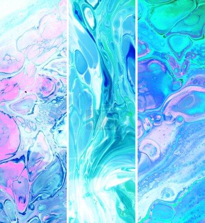 flüssige Marmorfarbe vertikale Texturen Sammlung. Acrylflecken. Fluidkunst. Pinselstriche und Schlieren mischen sich in rosa-violetter Farbe. Marmorhintergrund. Gouache Diffusion Plakat abstrakte Gestaltung. Farbraster