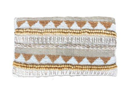 Photo pour Coussin d'oreiller isolé sur fond blanc. Détails de boho moderne, bohème, scandinave et style intérieur éco design minimal - image libre de droit