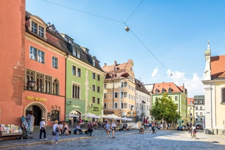 Photo pour REGENSBURG,GERMANY - AUGUST 10,2020 - In the streets of Regensburg. Regensburg is a city in south-east Germany, at the confluence of the Danube, Naab and Regen rivers. - image libre de droit