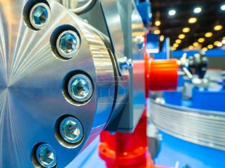 Photo pour Contexte industriel. Raccord en métal boulonné. Concept industriel . - image libre de droit