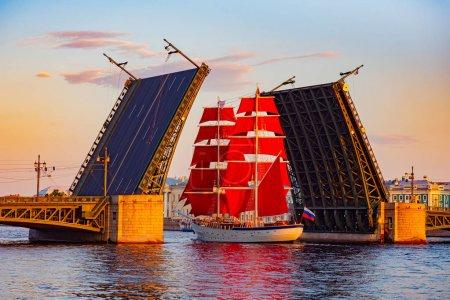 Photo for Saint Petersburg. Russia. Divorced bridge. Holiday Scarlet Sails. Sailboat passes under the Palace Bridge. Palace Embankment of St. Petersburg. White Nights. Divorce bridges. Russian Federation. - Royalty Free Image