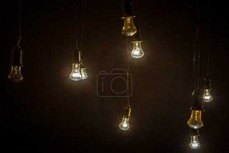 Photo pour Lampe rétro. Lampe sur un fond noir. - image libre de droit