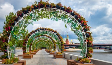Photo for Moscow. Russia. Arch on Prechistenskaya embankment. The road to the Cathedral of Christ the Savior. Walks along Prechistenskaya embankment. Embankment Moscow Rivers. Vacations in Russia. - Royalty Free Image