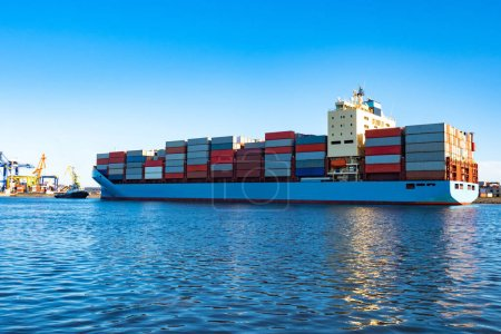 Photo for Cargo ship leaves the port. Container ship on a background of blue water and sky. The ship is loaded with colorful containers. International cargo transportation. Transportation of goods by sea. Fleet - Royalty Free Image
