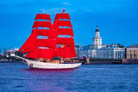 Photo for Saint Petersburg. Russia. A ship with scarlet sails on the Neva. The sailboat stands against the background of the Kunstkamera building. Ship at Vasilievsky island. Holiday Scarlet sails in Petersburg - Royalty Free Image