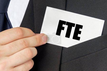 Photo pour Concept d'entreprise. Homme d'affaires détient une carte avec le texte - ETP - image libre de droit