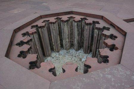 Photo pour Conçu le trou dans la terre du Fort d'Agra à Agra (Inde) - image libre de droit