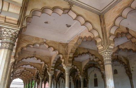 Photo pour Intérieur du Diwan je suis (Hall of Public public) au Fort d'Agra à Agra (Inde) - image libre de droit