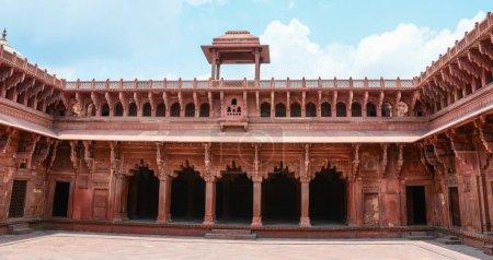 Photo pour Salle de grès rouge du Fort d'Agra à Agra (Inde) - image libre de droit