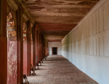 Photo pour Hall de l'hôtel de grès rouge au Fort d'Agra à Agra (Inde) - image libre de droit